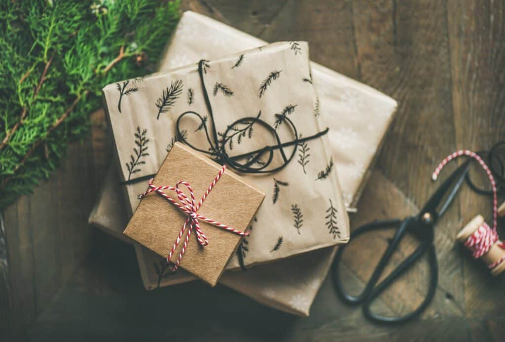 Making handmade Christmas gifts with children- 8 easy and classic christmas gift ideas that even toddlers can make!