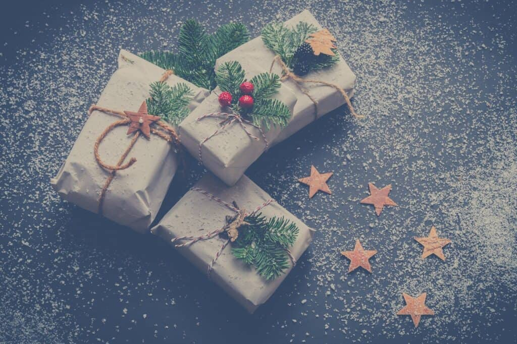 Ideas for zero-waste Christmas present wrapping! Kraft paper, biodegradable plastic-free tape, and string!
